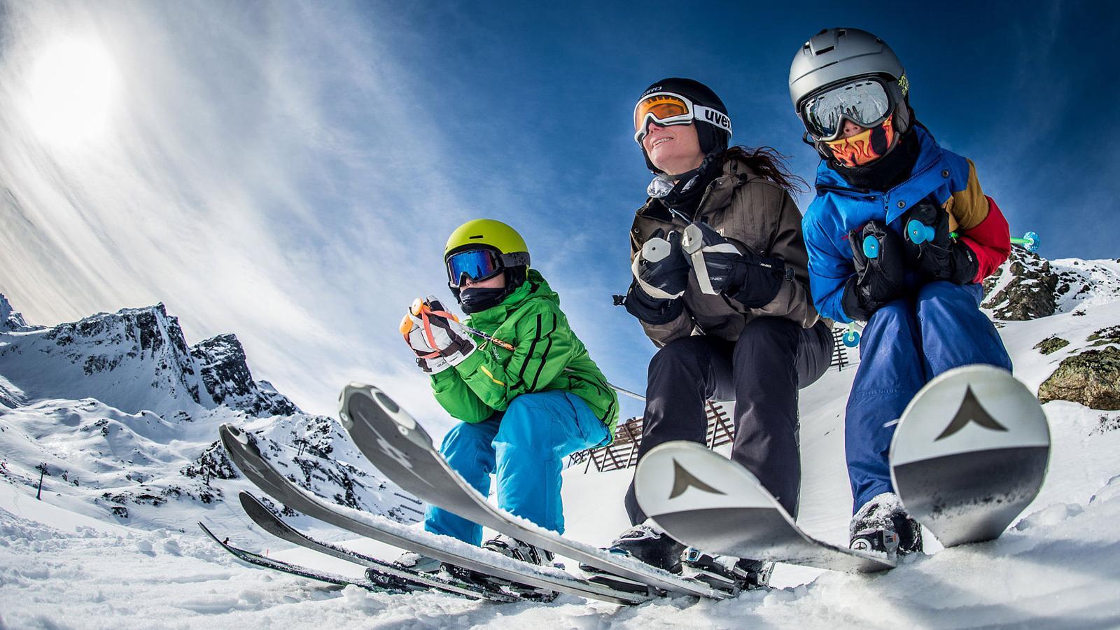 image de fond skieurs