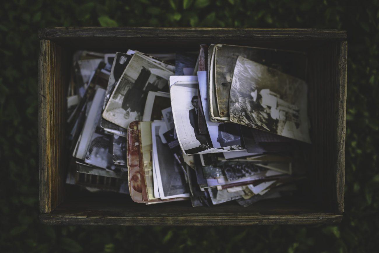 Boîte de vieilles photos souvenirs